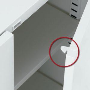 開き扉はラッチ機構装備