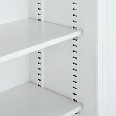 棚のピッチを24.5mm間隔に設定しました。収納物に合わせて高さを調節できます。また棚板の厚みは19mmで耐荷重は1段あたり40kgになります。