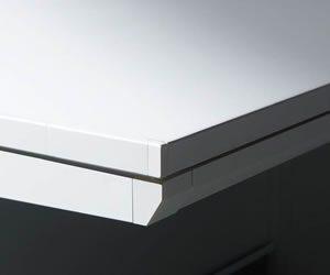 ソリッドな形状の天板エッジ