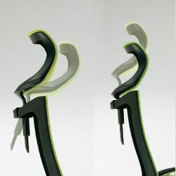 可動タイプのヘッドレストは上下、角度の調整が可能です。