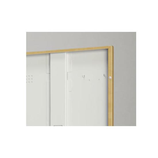 スチール特有の金属音をやわらげるため、また商品をキズつけず長持ちさせるため扉裏に戸当りクッションを採用しています。