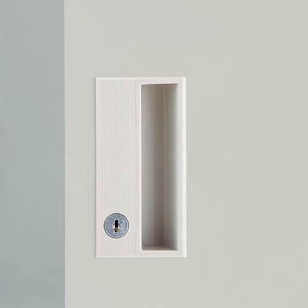 鍵をかけた状態(施錠)でも、開けた状態(解錠)でもキーが抜けるタイプです。