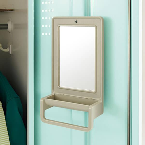 1段タイプにはタオル掛け付き鏡が付属しています。