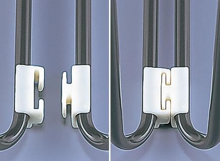 式典など、整列型のセッティングに重宝する連結パーツが標準で付属しています。