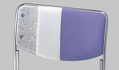 背もたれの芯材には、リサイクル素材であるレノボードを採用。環境に配慮した部材を積極的に使用しています。