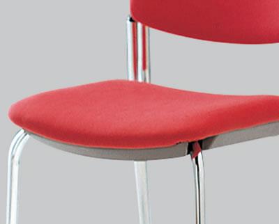 ミーティングチェアの中でも特に肉厚なクッションで、快適な座り心地です。