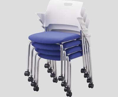 4本脚タイプ・キャスター脚タイプともに4脚までスタッキングが可能です。