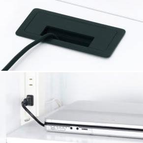 ロッカーの底板には配線用の穴があり、庫内でPC類の充電も可能。オプションで各扉ごとにコンセントを設置することも可能です。