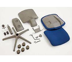 廃棄・リサイクル時には本体の82%が単一素材へ分解することが可能なほか、部品の交換も可能なロングライフ設計。また主要パーツには素材名を表示しています。