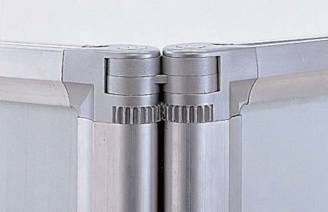 2連・3連タイプの連結部には、ギア式の可動パーツを装備。直線型レイアウトでの使用時も、歪みを防止します。