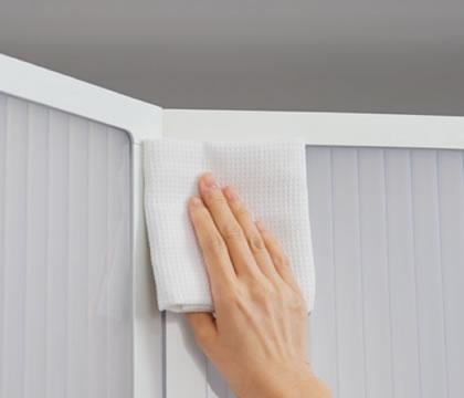 可能な限り表面の凹凸をなくした本体設計。消毒の際、少ない手数で全体を拭きやすい形状です。