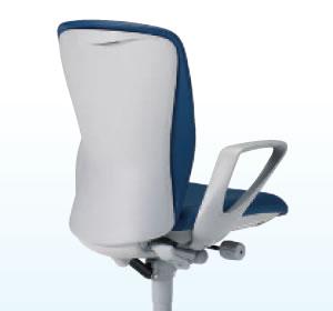シェルカラーは柔らかなライトグレー。上部には手掛けが付いており、ちょっとした移動の際に簡単に動かせます。