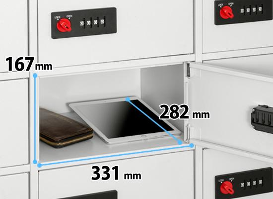 1スペースのサイズは、幅331mm x 高さ167mm x 奥行282mmです。