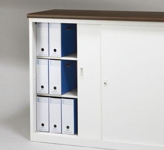 A4判ボックスファイルが3段で収納可能。