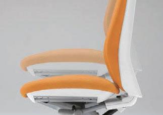 座面左下のレバーで、上下92mmの範囲で自由に高さ調節が可能です。