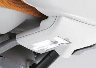 必要な時に取り出せるマニュアルポケットが座面裏に用意されています。