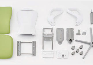 スラートチェアは、単一素材への分解が可能な徹底した分別設計です。パーツの交換も可能なほか、素材自体も再生PETクロスや再生樹脂を積極的に採用しています。