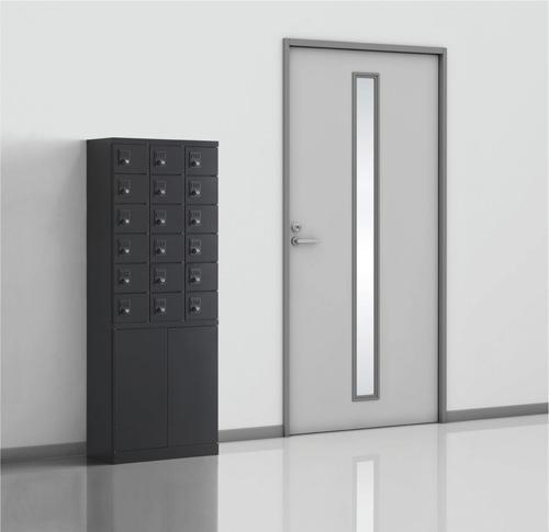 化粧室や私物の持ち込み制限があるスペースの入口などにピッタリな小物入れロッカーです。使い勝手に応じてお好きな錠前をお選びいただけます。様々な用途に応じて活用できる便利なロッカーです。