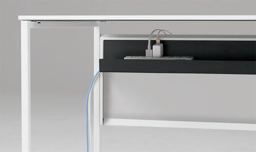 配線ダクトはカバーを取り外せ、手前からアクセスも可能。配線のメンテナンスも簡単です。